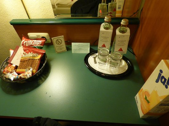 Moselstern Hotel Brixiade: Water and snacks for purchase (Orange juice was mine)