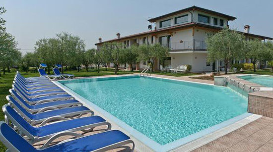 Residence Capa Lion del Cacciatore: swimminpool area - zona piscina