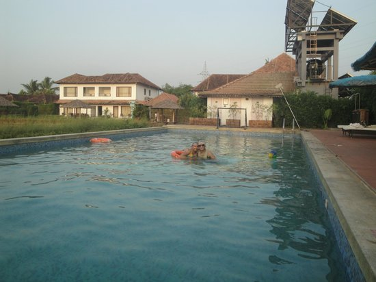 Citrus Retreats Alleppey: pool area