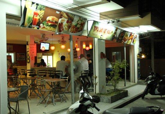 Tropical Sands Guest House: Bar