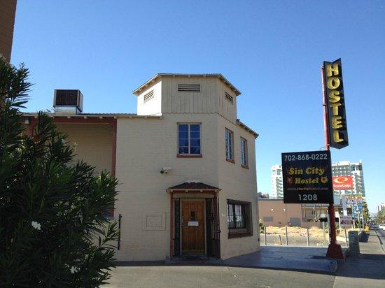 Sin City Hostel: Entrance 入口