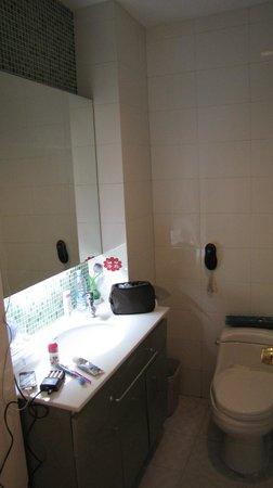 Ejina Hotel : Bathroom