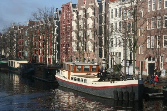 Typical canal frontahe in the Jordaan