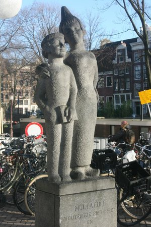 The Jordaan: Statue in square just off the inner end of Westerstraat
