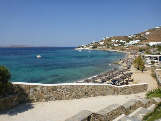 Mykonos Grand Hotel & Resort: Walk down to the beach