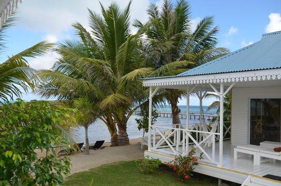Opoa Beach Hotel : Terrasse d'un bungalow vue mer