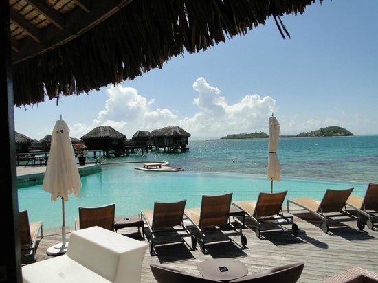 Sofitel Bora Bora Marara Beach Resort: Бассейн