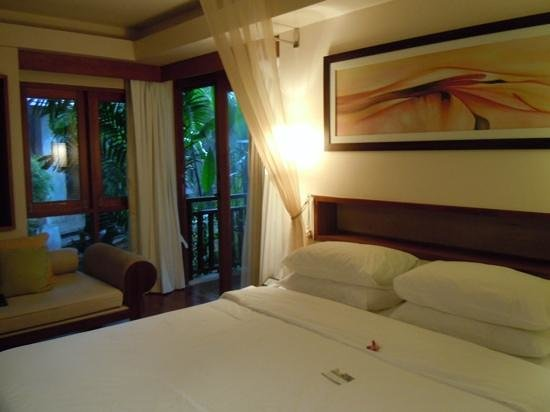 Chaweng Regent Beach Resort: Premier room....absolutely lovely
