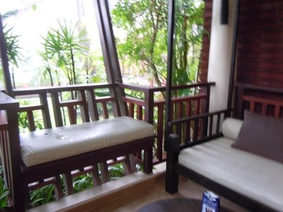 Chaweng Regent Beach Resort: Patio to premier room