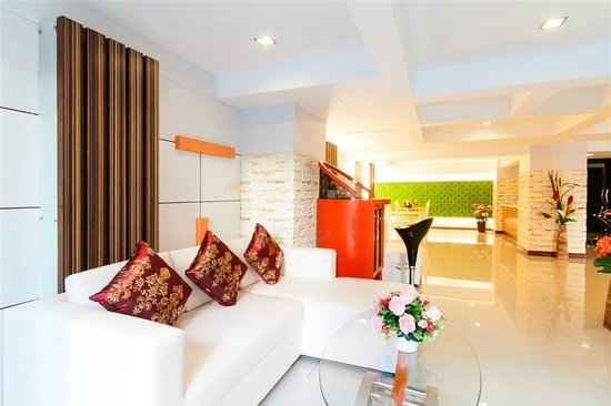 Patong Max Value Hotel: Lobby