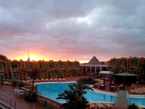 La Piramide: Amanecer desde mi balcón