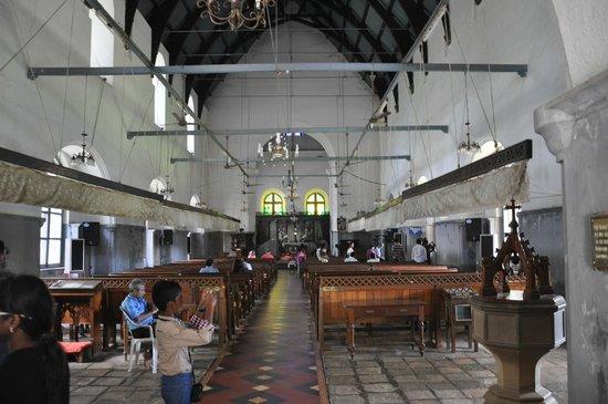 Vasco da Gama Square: Inside Vasco da Gama Church
