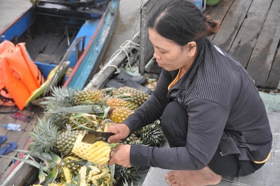 Water Buffalo Tours: fresh pineapple for breakfast at the floating village