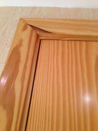 Mogan Princess & Beach Club: Wood Peeling away from door