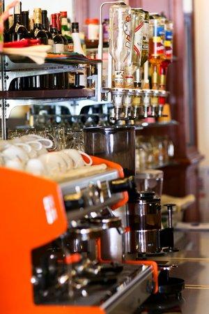 Golden House International: Cafeteria
