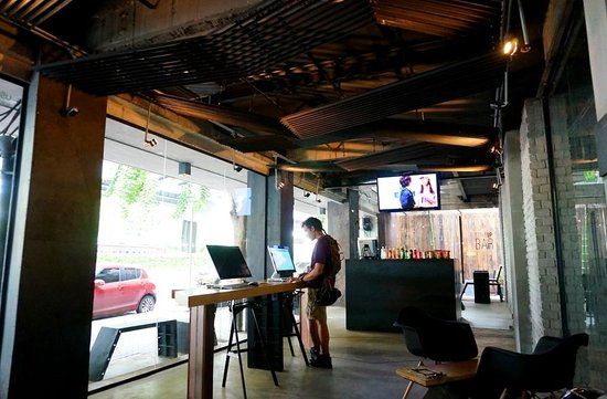 Thrive The Hostel Bangkok: 로비