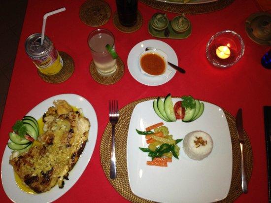 Warung Lu Putu: Tisch mit Essen