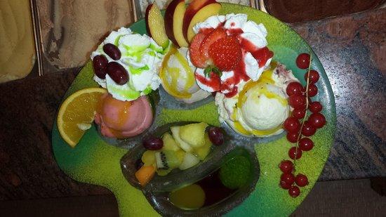 Eis Cafe Perilli an der Kirche