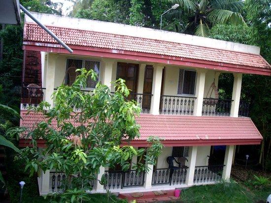 Palm Ayurvedic Beach Resort: 4 просторных номера с кондиционером и красивой мебелью