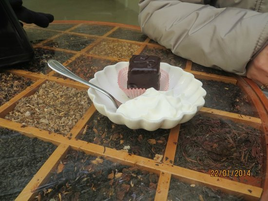 Pasticceria Andemarian: Mini Sacher Torte with whipped cream