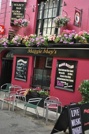 Maggie May's Bar Wexford : Pub front