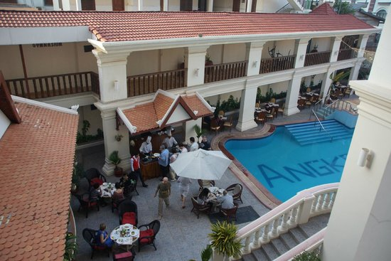 New Angkorland Hotel: widok na basen