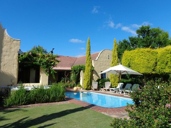 Villa Tarentaal : Tuinzicht