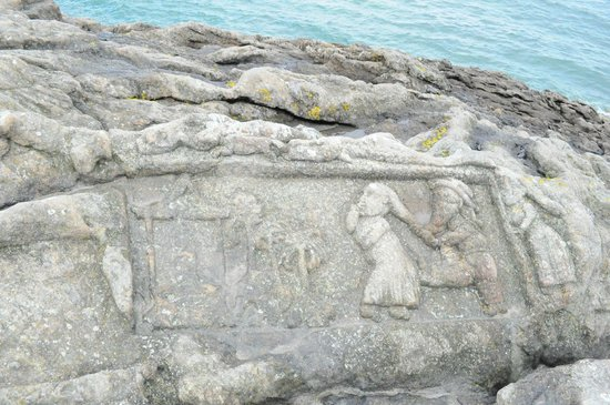 Les Rochers Sculptes : รูปหินสลักน่ารักๆที่ริมผา