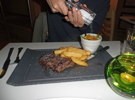 Holiday Inn Southampton: Steak, chips and salad