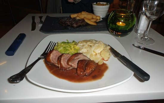 Holiday Inn Southampton: Duck breast, cabbage, potatoes and red wine sauce