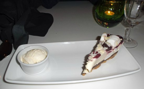 Holiday Inn Southampton: Black cherry and marshmallow cheesecake