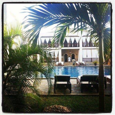 Kilili Baharini Resort & Spa: Front view of the SPA through the vegetation