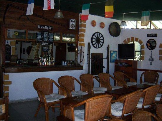 Farm House Pub and Mini Golf: The inside of the pub