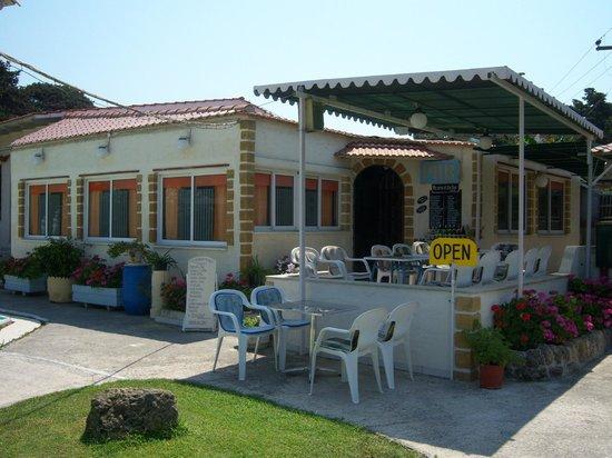 Farm House Pub and Mini Golf: .