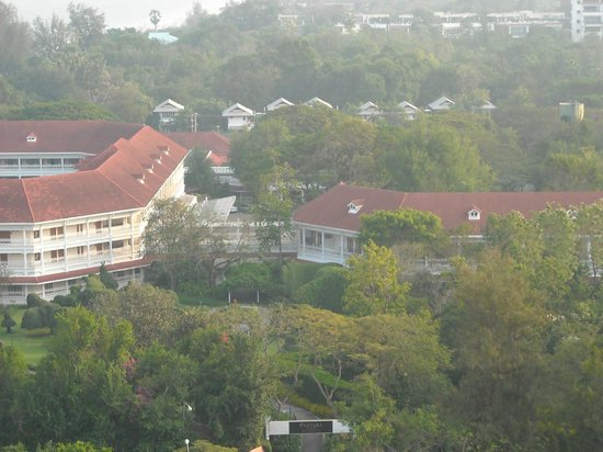 Centara Grand Beach Resort & Villas Hua Hin : View of the grounds from the Hilton