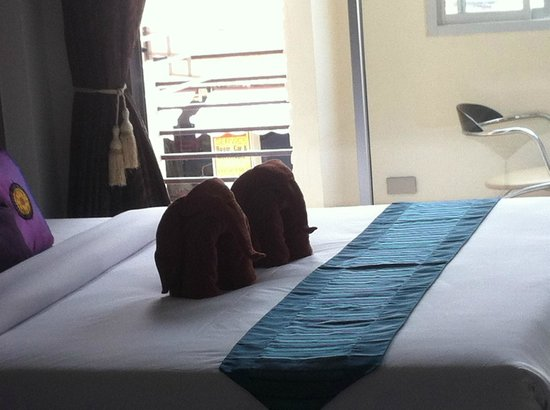 The Charm Hotel: Bedroom with elephant towels :)