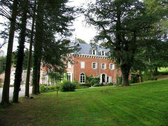 Chateau De Hodbomont Вид сбоку