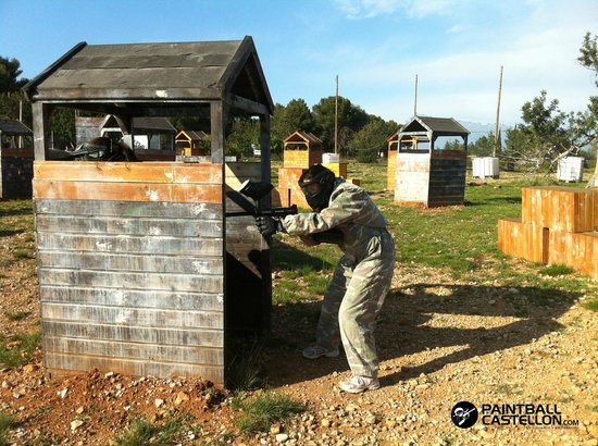Paintball Castellón: campo equipado