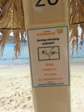 The Corali Hotel : Предложения  освежающих напитков на пляже