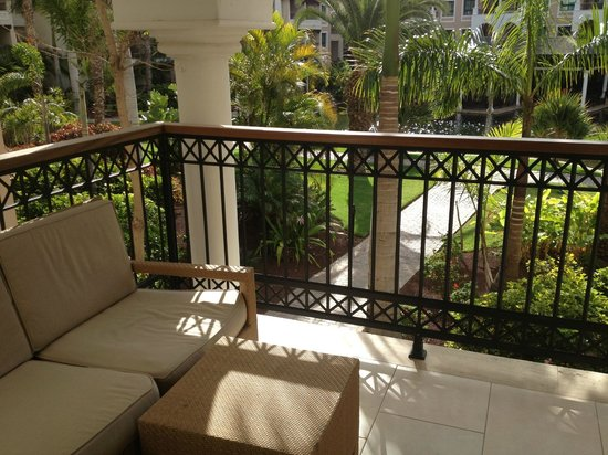 Gran Meliá Palacio de Isora Resort & Spa: terraza de la habitación, vistas a los jardines