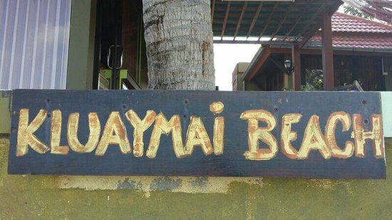 Kluaymai Beach Bungalows : The banglow signboard from the beach side.