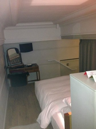 Town Hall Hotel: Bedroom 2