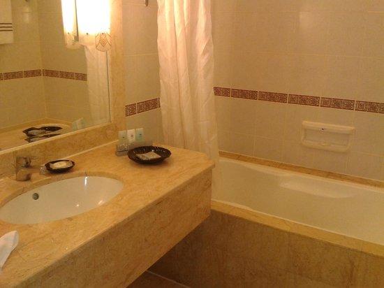 Hotel Equatorial Melaka : Good bathroom