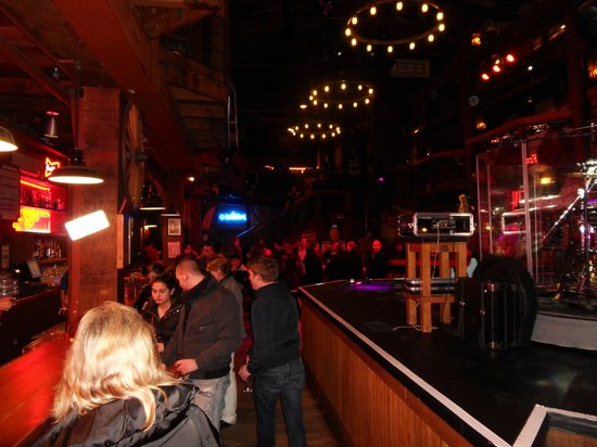 Billy Bob's: Bar