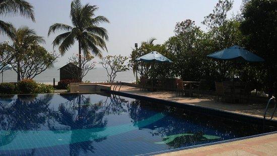Kuiburi Hotel & Resort: Pool