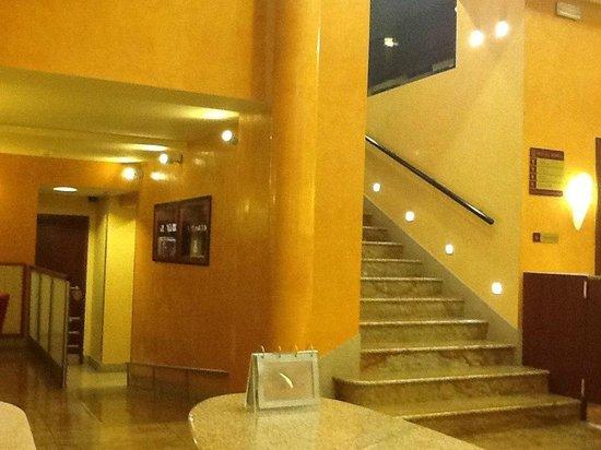 Adria Hotel Prague: вестибюль