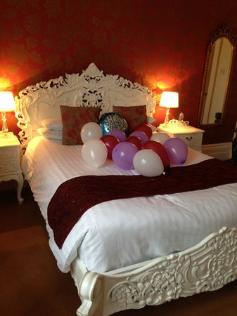 Sea Spray Boutique Hotel: Renaissance suite with baloons for a birthday suprise