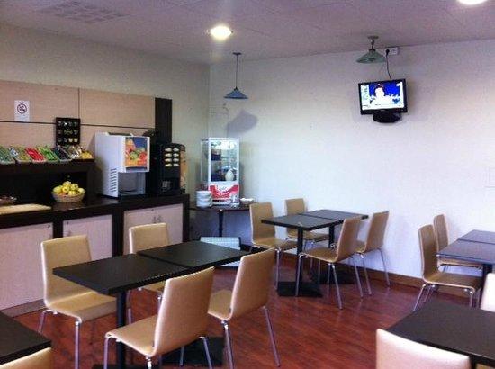 Hotel balladins Bobigny: salle petits dejeuners