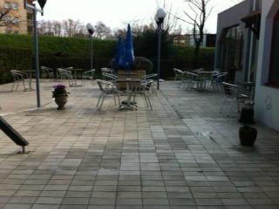 Hotel balladins Bobigny: terrasse
