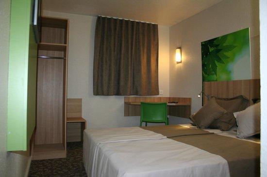 Chambre double picture of hotel balladins bobigny for Chambre commerce bobigny